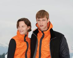 The perfect companion for your outdoor activities - our new quilt products in bright orange. The Quilt Soft is made of ultra-light nylon, is double-layered with a high down fleece and is therefore wind and water repellent. Nylons, Winter Looks, Outdoor Activities, Rain Jacket, Windbreaker, Bright, Quilts, Orange, Water