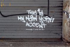 "2 de outubro | Nova York - Westside: ""This is my New York accent... normally I write like this"", Banksy (""Este é o meu sotaque novaiorquino... normalmente, eu escrevo assim"", Better out than in)"