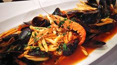Pasta s darmi mora, pohár Pinot Grigio a určite budete mať krásny večer ...  #peknyvecer #pasta #musle #cerstve #slavky #pinotgrigio #dnesjeme #dnespijem #mnam #chutne #jedlo #food #foodporn #myfood #mojejedlo #instajedlo #instafood #ochutnaj #taste #dobrejedlo #pasta #seafood #darymora