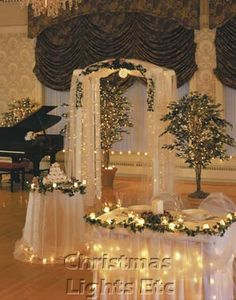 Google Image Result for http://sangmaestro.com/wp-content/uploads/2010/12/christmas-wedding-decorations.jpg