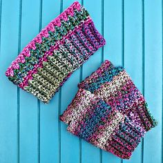 """Joyful & Bright Fingerless Mitts by Oombawka Design  Published in Oombawka Design by Rhondda Craft Crochet Category Hands → Fingerless Gloves/Mitts Published November 2014 Suggested yarn Lion Brand Unique (new Bulky) Yarn weight Bulky / 12 ply (7 wpi)  Hook size 6.0 mm (J) Yardage 40 - 80 yards (37 - 73 m) Sizes available Women (Medium) Length 7.5"""" Width 4.5"""""""