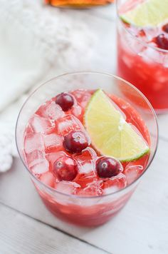 Cranberry Margaritas - the perfect holiday drink recipe! So easy and so delicious! #intheraw AD