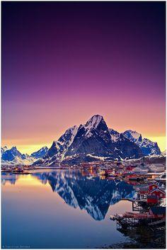 """Lofoten Island Norway Kuigi olen Lofootidel suvisel ajal juba käinud, siis soovin sealset ilu ka talvises karguses näha. """" Lofootid paiknevad põhjapolaarjoonest põhjapool ja ehivad jäise kalliskivina liustike sepistatud Norra rannikukrooni.Lihtsad rannakülad, mille vahel saab spetsiaalsetel radadel jalgsi või jalgrattaga matkata."""" NG"""