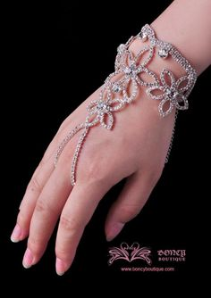 Hand Chain, beautiful for a wedding.