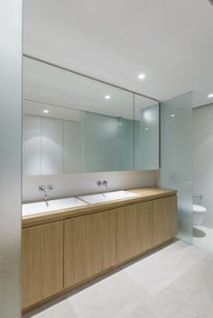 Diseño simple de  baño de la casa de playa