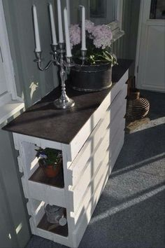 moebel-aus-paletten-bauen_DIY-Sideboard-weiss Used Pallets - A Smart Choice For New Business Start-U Old Pallets, Recycled Pallets, Wooden Pallets, Table From Pallets, Pallet Crafts, Diy Pallet Projects, Wood Projects, Outdoor Projects, Diy Crafts