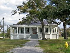 Beauvoir, last home of Jefferson Davis Biloxi, Mississippi Southern House Plans, Southern Homes, Southern Style, Southern Architecture, Revival Architecture, Jefferson Davis, Southern Plantations, Confederate States Of America, Antebellum Homes