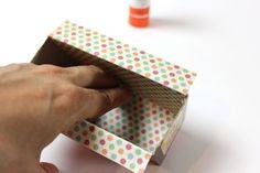 Create Your Own Cardboard Box Desk Drawer Organizers Cardboard Drawers, Cardboard Box Crafts, Paper Crafts, Diy Drawer Organizer, Drawer Organisers, Drawer Dividers, Desk Organization Diy, Diy Desk, Organisation Ideas