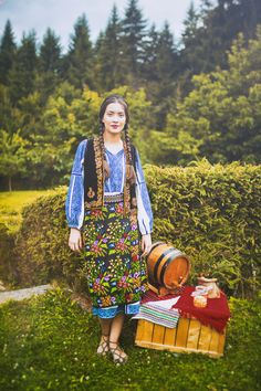 Pure Romania and a story about my country Romania People, Romanian Girls, Folk Clothing, Beauty Around The World, Ethnic Outfits, Folk Costume, Historical Costume, Female Form, Traditional Dresses