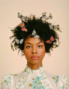 Butterflies and natural hair portrait photography This Hair Trend Got A Fly Makeover For Spring Sleep Hairstyles, Quick Hairstyles, Wedding Hairstyles, Weave Hairstyles, Hairstyles Haircuts, Brown Hairstyles, Drawing Hairstyles, Graduation Hairstyles, Hairstyles Videos