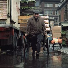 Freddy Williams market trader, Old Covent Garden Market, London. Vintage London, Old London, Victorian London, London History, British History, Color Photography, Street Photography, 1960s Britain, New Covent Garden Market