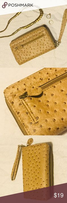 NWOT Tan Speckled Leather Wristlet Wallet Perfect wristlet for a casual summer evening or dress it up for a wedding. I wore this once to hold my phone and lip gloss for a summer wedding. Got lots of compliments. Perfect non-bulky size! Bags Clutches & Wristlets