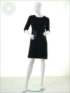 http://www.belginmoda.com/3539-01-Elbise,PR-350.html Pınar Şems 3539-01 Elbise Kumaş  : % 100 Pes Manken : 38 Beden Ürün     : 38 Beden Desen   : Sade Renk     :  Siyah
