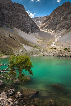 Ziyorat Lake in der Soad Region,Tajikistan Brunei, Laos, Places Around The World, Around The Worlds, Terre Nature, Timor Oriental, Peking, Central Asia, Asia Travel