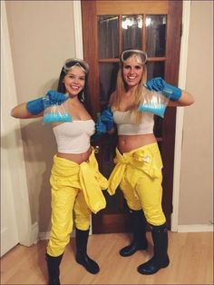 150 DIY Last Minute Halloween Costumes Ideas - Hike n Dip Have you been really busy and couldn't find out your Halloween Costume? No worries, here are the easiest DIY Last Minute Halloween Costumes Ideas. Matching Halloween Costumes, Best Friend Halloween Costumes, Easy Halloween Costumes For Women, Trendy Halloween, Last Minute Halloween Costumes, Halloween Outfits, Halloween 2016, Cartoon Halloween Costumes, Fancy Dress Costumes Couples