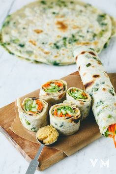 19 Easy Lunches With No Meat Or Dairy - food recipes-yemek tarifleri - Genius use of scallion pancakes over here. Get the recipe here. Vegan Lunches, Vegan Foods, Vegan Dishes, Vegan Vegetarian, Vegetarian Wraps, Vegetarian Main Course, Vegetarian Enchiladas, Vegan Chili, Going Vegetarian