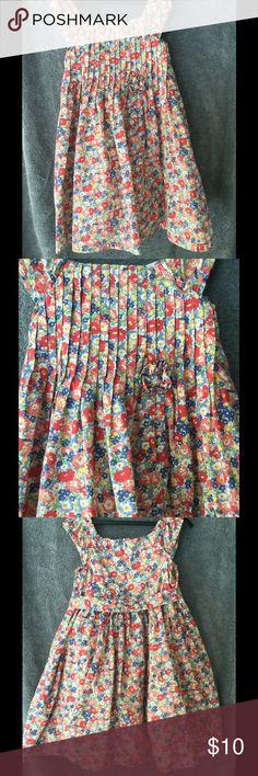 Size 6 Little Girls Floral Dress Lined Cotton Dress. Size 6. Double button tie back. Elastic shoulder sleeves Dresses Casual