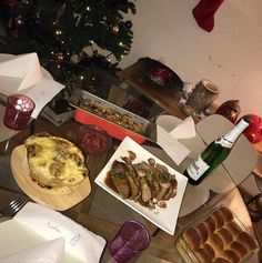 Cheesy broccoli gratin Xmas stuffing butter rolls cranberry sauce and beef entrecôte. Broccoli Gratin, Butter Roll, Cranberry Sauce, Stuffing, Simple Christmas, Rolls, Xmas, Beef, Good Things
