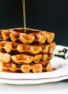Healthy pumpkin spice waffles that are crispy on the outside and so fluffy on the inside! Post brought to you by @GrainFoods #holidaytable. cookieandkate.com