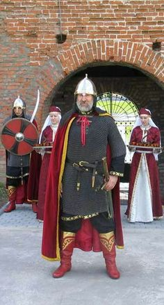 The head of the Kolomna Kremlin guards greets visitors. He is armed and uniformed as a Russian warrior of the 16-th century. The Kolomna Kremlin (fortress) is situated in the town of Kolomna near Moscow, Russia. It was build in 1525 – 1531. #medieval #Russian #history