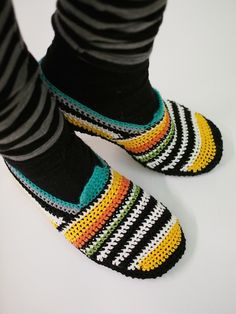 VIRKATUT MÖKKITOSSUT [OHJE] Diy And Crafts, Slippers, Shoes, Fashion, Nightgown, Moda, Sneakers, Zapatos, Shoes Outlet
