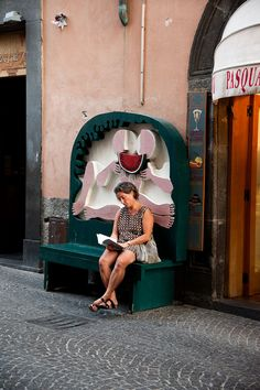 Reading in Italy by Steve McCurry.
