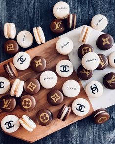I'm rich.in macaroons uploaded by Breanapple Cute Desserts, Dessert Recipes, Cute Food, Yummy Food, Luxury Food, Aesthetic Food, Brown Aesthetic, Food Cravings, Sweet 16