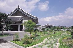 Cheong Wa Dae (Blue House) (청와대) Take a tour of the South Korean Presidents residence, the Blue House. ~K