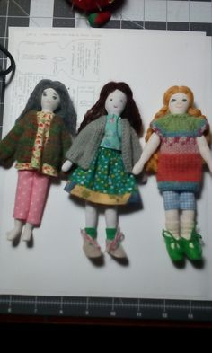 "https://flic.kr/p/RNJkB9 | Knitting pattern - Jumping on the tiny Doll bandwagon | Sorry for the delay, everyone. I uploaded a pattern for a tiny doll cardigan - I was very much inspired by Beth's and Dutzie's dolls from this past summer /fall. These dolls were made using the Edith Flack Ackley dollhouse doll pattern. They are 6"" tall. lovely-green-basket.blogspot.ca/ Hope you enjoy the pattern."