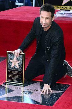 David Duchovny recebe estrela na Calçada da Fama de Hollywood