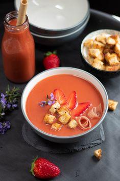 Gazpacho di fragole Gazpacho, Pudding, Estate, Desserts, Food, Tailgate Desserts, Deserts, Custard Pudding, Essen