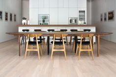 Carl Hansen & Son's New York showroom Danish Modern Furniture, Classic Furniture, Contemporary Furniture, Retail Interior, Kitchen Interior, New York Loft, New York Pictures, Showroom Design, Interior Design