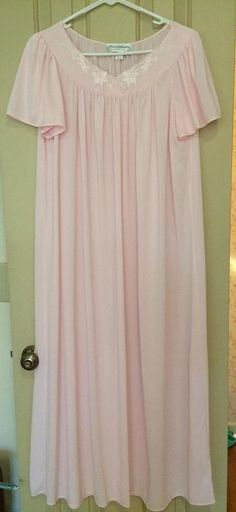 VIntage Pink Nylon Nightgown and Bathrobe/Miss Elaine Classics