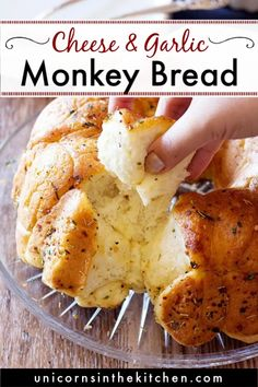 This cheesy rosemary garlic monkey bread is so easy to make. It's perfect for parties and game days. You can make it from scratch or use store-bought dough such as refrigerated biscuit. Serve with some marinara sauce and enjoy! Bbc Good Food Recipes, Lunch Recipes, Baby Food Recipes, Easy Dinner Recipes, Appetizer Recipes, Appetizers, Muffin Recipes, Healthy Crockpot Recipes, Beef Recipes