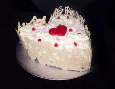 Valentines heart cake Valentine Heart, Valentines, Cupcake Cakes, Cupcakes, Desserts, Food, Valantine Day, Tailgate Desserts, Cupcake