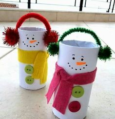 Christmas Crafts for Kids - Toilet Paper Roll Christmas Crafts. Kids will love making these for Christmas! Perfect for preschool or kindergarten classes too. Easy Christmas Craft for Kids. Kids Crafts, Christmas Crafts For Kids, Christmas Activities, Toddler Crafts, Craft Activities, Christmas Projects, Preschool Crafts, Kids Christmas, Holiday Crafts