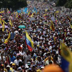 Las imágenes más impactantes del #19A, las multitudinarias marchas opositoras en Venezuela - https://www.vexsoluciones.com/tecnologias/las-imagenes-mas-impactantes-del-19a-las-multitudinarias-marchas-opositoras-en-venezuela/