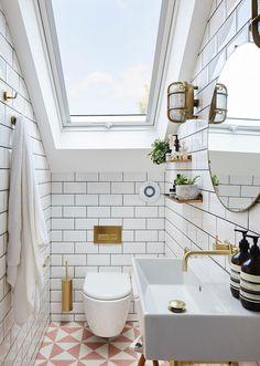 Sloped Ceiling Bathroom, Small Attic Bathroom, Small Attic Room, Loft Bathroom, Small Attics, Upstairs Bathrooms, Attic Rooms, Bathroom Goals, Bright Bathrooms