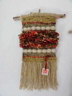 Emma - Almacén de cosas lindas: Cuadros & Murales Weaving Projects, Weaving Art, Tapestry Weaving, Loom Weaving, Hand Weaving, Magic Crafts, Peg Loom, Yarn Wall Hanging, Textile Fiber Art
