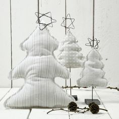 12673 Ein Weihnachtsbaum auf einem Ständer