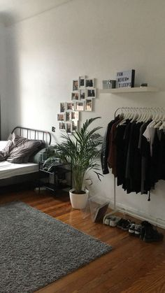 55 Inspiring Cozy Apartment Decor on A Budget For You to Consider – Best Home Decorating Ideas - Page 47 Room Ideas Bedroom, Small Room Bedroom, Bedroom Decor, Bedroom Hacks, Master Bedroom, Cozy Apartment Decor, Student Apartment Decor, Aesthetic Room Decor, Stylish Bedroom