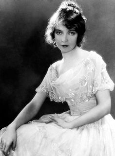 vintage everyday: The First Lady of the Silent Screen – 25 Stunning Black and White Portraits of Lillian Gish in the 1920s