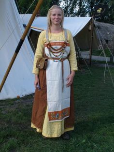This pretty lady is my lovely girlfriend. She portrays a 10th century woman from Birka in Sweden.