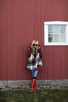 Atlantic-Pacific is a fashion and personal style site by Blair Eadie. Red Hunter Boots, Hunter Boots Outfit, Style Casual, Preppy Style, My Style, Plaid Outfits, Cute Outfits, Fashion Outfits, Fall Winter Outfits