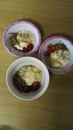 Kids breakfast bowls: high fibre, Raw oats, sunflower seeds, double cream yougurt, strawberries and honey!