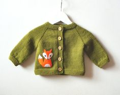 Fox baby cardigan green baby jacket merino baby sweater with fox MADE TO ORDER - babysocken sitricken Fox Sweater, Knit Baby Sweaters, Girls Sweaters, Baby Girl Jackets, Baby Girl Hats, Girl With Hat, Cardigan Bebe, Baby Cardigan, Fuchs T-shirt