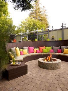 Décor Tip: Instantly accessorize your #outdoorliving space by adding throw pillows in coordinating colors to your seating area. #backyard #outdoordecor