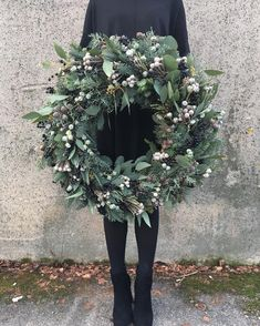 712 Likes, 20 Comments - Rune Aas Strandvi / Christmas Door Wreaths, Christmas Flowers, Christmas Mood, Holiday Wreaths, All Things Christmas, Christmas Crafts, Holiday Decor, How To Make Wreaths, Diy Wreath
