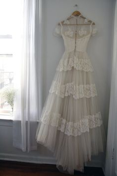 (Back) Wedding Gown. Wedding Dress Backs, Boho Wedding Dress, 50s Wedding, Wedding Attire, Bridal Gowns, Wedding Gowns, Vintage Dresses, Vintage Outfits, Vintage Bridal