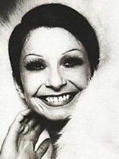 Renée Marcelle Jeanmaire, plus connue sous le pseudonyme Zizi Jeanmaire, née le 29 avril 1924 à Paris, est une danseuse de ballet, chanteuse, meneuse de revue et actrice française. Halloween Face Makeup, Actors, Avril, Dance, Music, History Of Ballet, Actresses, Ballet Dancers, French Actress